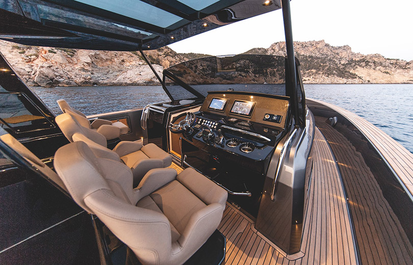 Rent speedboat pardo 50 in Ibiza