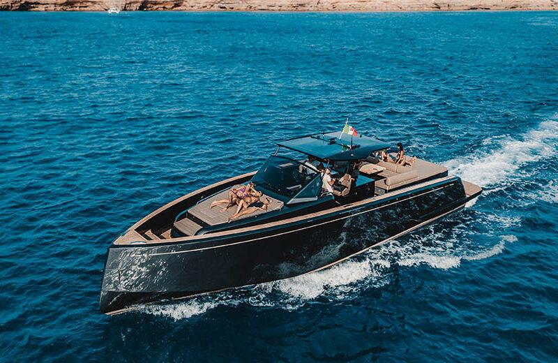 Rent speedboat pardo 50 in Ibiza